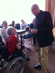 Met Alfred Edelsteim directeur Joodse Omroep.