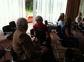 Nog wat foto's 3 juli 2012 Voor mijn huis en met Dhr Ruijs directeur Kamp Amserfoort!