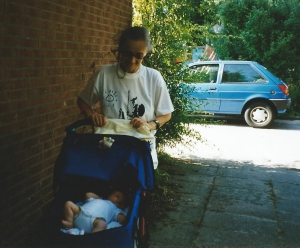 achter kinderwagen met Lupa juli 1999 jpg