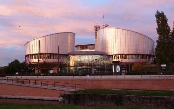 het-gebouw-van-het-europees-hof-voor-de-rechten-van-de-mens-in-straatsburg-foto-echr